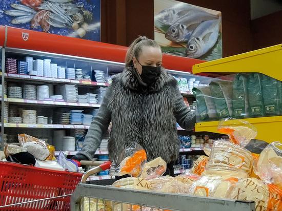 На фоне кризиса, вызванного пандемией коронавируса, россияне вынужденно сократили свои расходы на продовольствие – об этом говорится в результатах исследования аналитиков «Тинькофф Data»