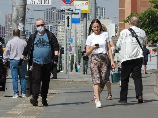 Ученые по-разному оценили необходимость масок от коронавируса на улице