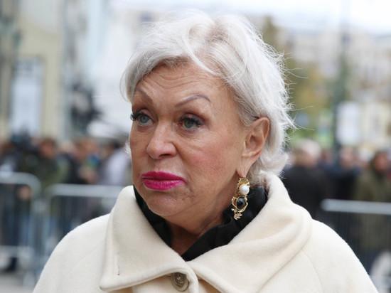 Вдова Караченцова потребовала пенсий для россиян в 100 тыс. рублей