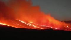Лесной пожар вплотную подошел к деревне в Красноярском крае: видео