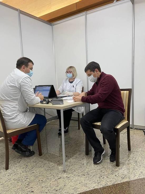 Глава Ямала ставит прививку от коронавируса