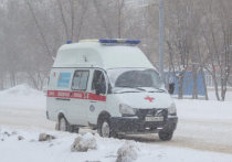В центре Красноярска ВАЗ на полном ходу снёс карету скорой помощи, проигнорировав красный на перекрёстке