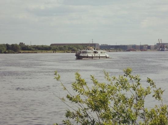 В понедельник на переправы Архангельска вместо буксиров выйдут теплоходы
