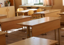 В затянувшемся конфликте между четвероклассником и педагогом одной из школ на северо-западе Москвы предстоит разобраться сотрудникам полиции