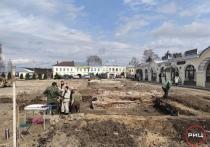На площади Ленина в Боровске археологи нашли человеческие останки