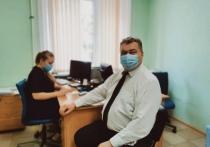 Калужский министр сделал прививку от коронавируса