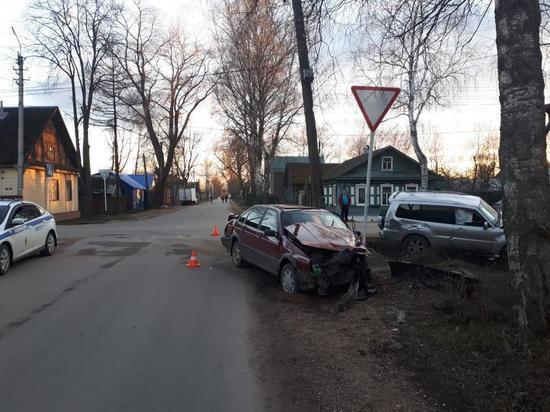 В Тверской области водитель кроссовера подрезал легковушку