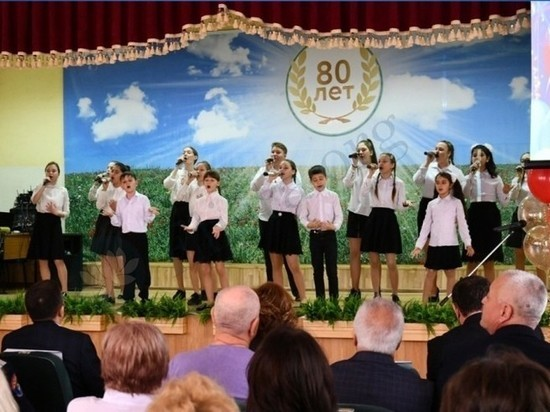В калмыцкой столице отметили юбилей одной из старейших школ города