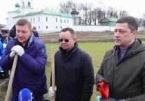 Министр строительства и ЖКХ РФ показал псковичам мастер-класс по распиливанию деревьев