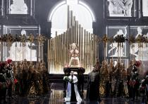 После 7-летнего перерыва (последнее представление «Тоски» в постановке Бориса Покровского, шедшей в Большом театре с 1971 года, состоялось в 2014 году) на Новой сцене появилась новая «Тоска»