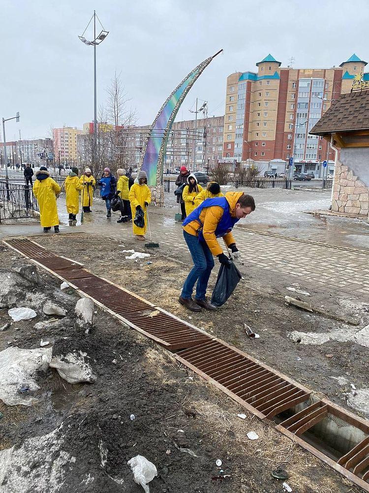 Города и районы Ямала приняли участие во всероссийском субботнике: фоторепортаж