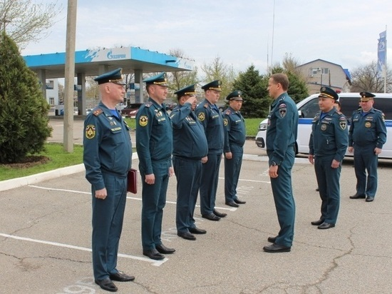 Пожарных Калмыкии поздравил заместитель федерального министра