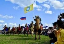 Сегодня в Калмыкии на просторах весенней степи с полудня до позднего вечера звучала калмыцкая музыка - проходил фольклорно-этнографический праздник «Фестиваль тюльпанов»