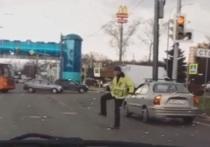 В Ярославле работник «Горзеленхоза» исполнил танец Майкла Джексона на дороге
