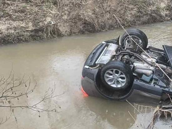 В упавшей в реку иномарке под Калугой погиб отец и травмирован 8-летний сын