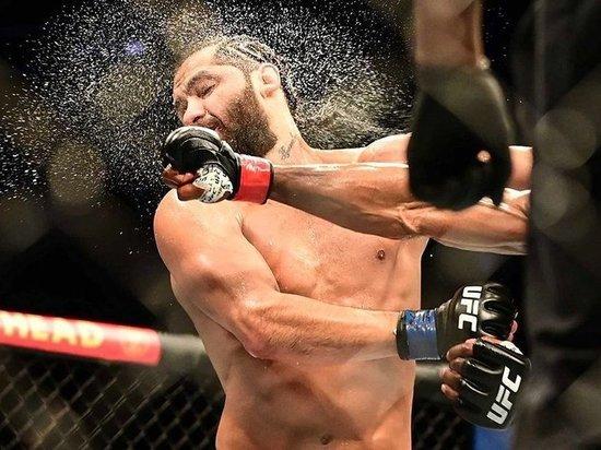 На турнире UFC 261 два действующих чемпиона подтвердили свой класс, а литовская спортсменка совершила сенсацию