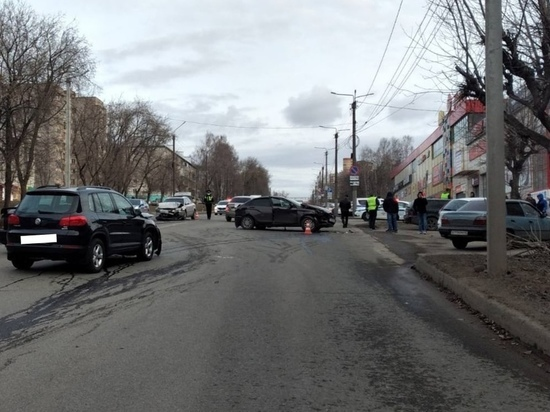 В Кирове произошло тройное ДТП: пострадала женщина и ребенок