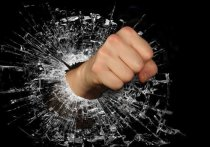 В Смоленске хулиган ударил горожанина прямо возле его дома