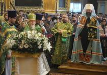 В Смоленске 25 апреля освятили ветки вербы в Успенском соборе