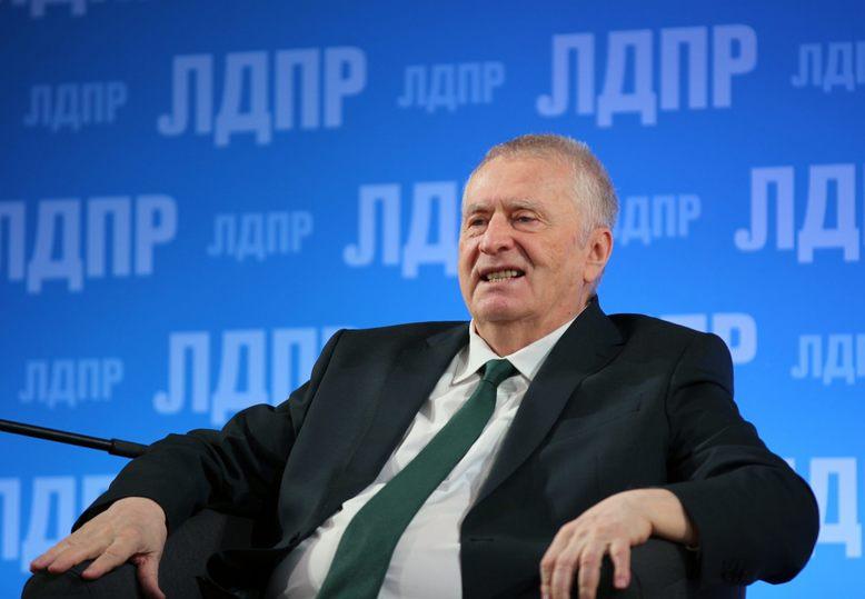 На своем юбилее Жириновский призвал не менять сейчас руководство страны