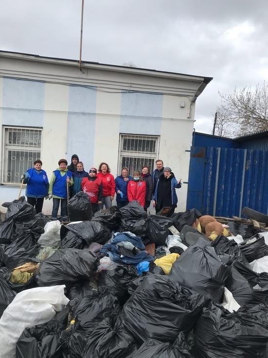Активисты Волонтерской Роты Боевого Братства Смоленска приняли участие в субботнике