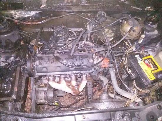 Несколько автомобилей повреждены в результате пожара в автосервисе Котласа