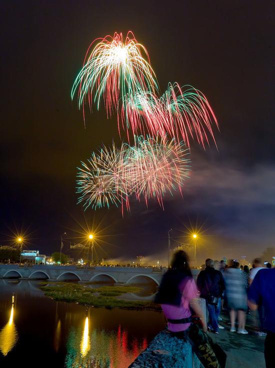 В Челябинске праздничный салют 1 мая начнется в 9 вечера
