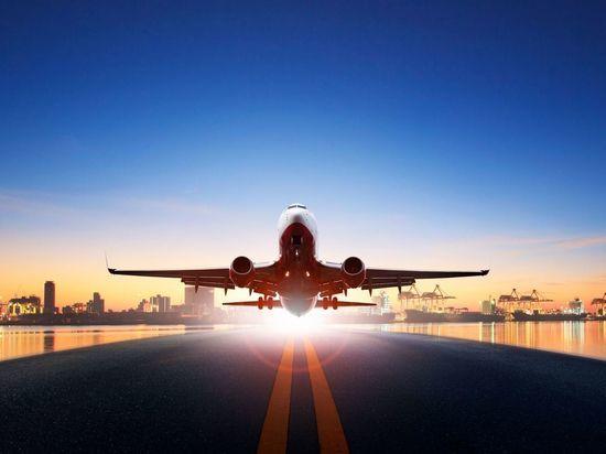 В Петербурге сел самолет с отказавшим двигателем