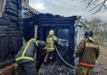 В Смоленске сгорел летний домик, а вслед за ним и жилой дом