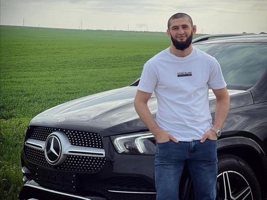 Боец UFC Чимаев разбил в Грозном подаренный Кадыровым автомобиль