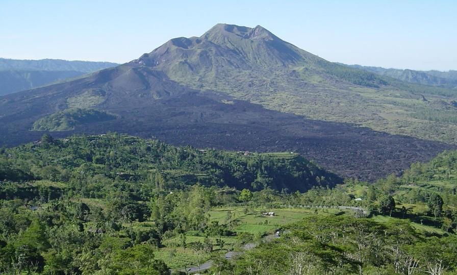 Россиянку разыскивают за съемку порно на священном вулкане Бали