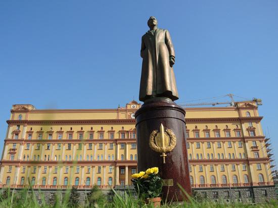 Юрист оценил перспективы возвращения памятника Дзержинскому: убрали незаконно