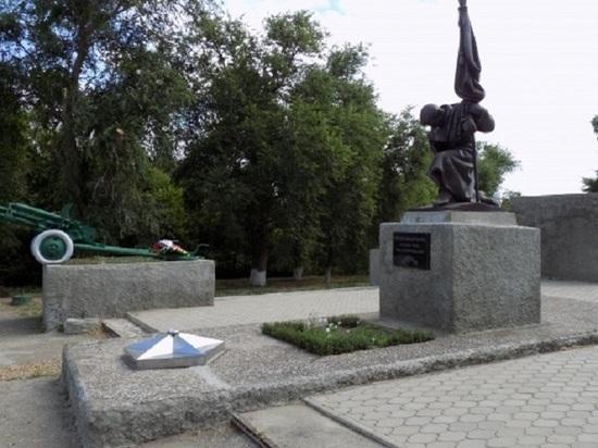 В калмыцком районе памятник героям войны нуждается в ремонте