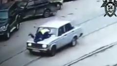 Подросток протащил на капоте полицейского в Нижнем Новгороде: видео