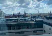 В Москве немецкий турист выпрыгнул из окна 12-го этажа одного из отелей после отдыха с русской подругой, сообщает Telegram-канал Mash