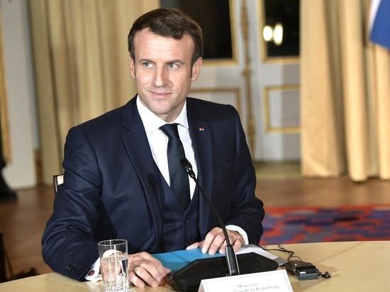Макрона призвали остановить распад Франции введением военного правления