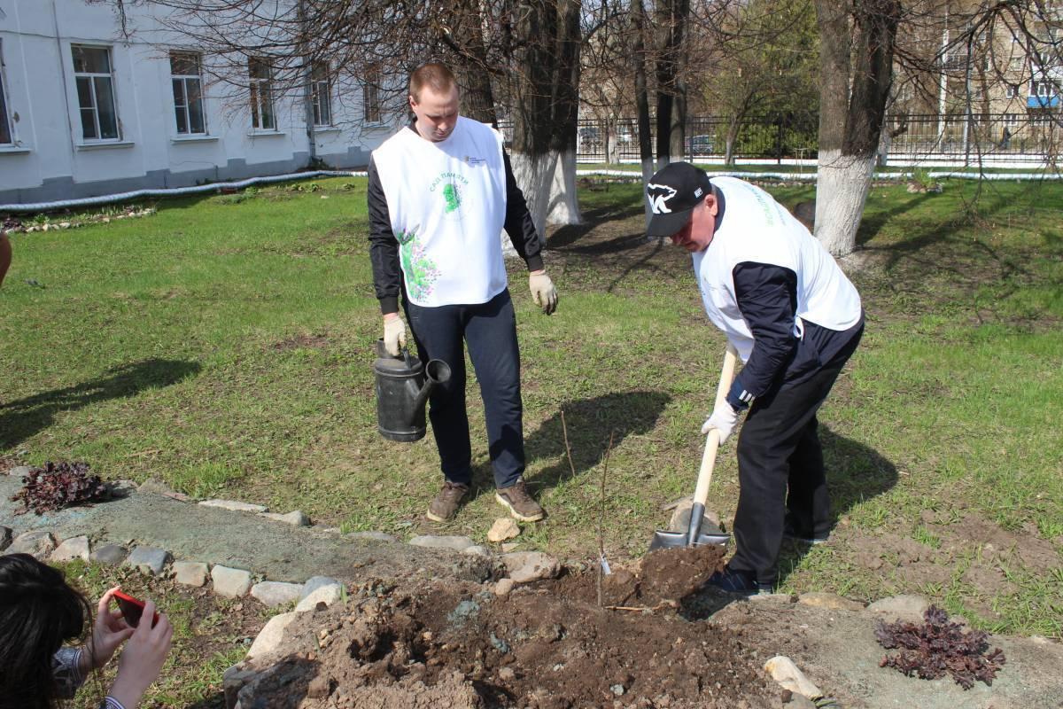 Секретарь регионального отделения «Единой России» принял участие в акции «Сад памяти»
