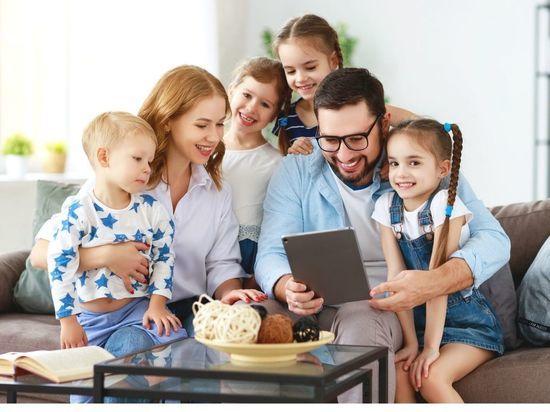 14 семей Петербурга получат премию за заслуги в воспитании детей