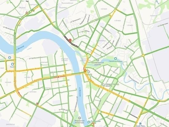 Псковских водителей призвали не блокировать общественный транспорт