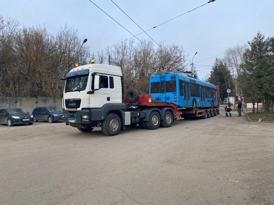 В Калугу из Москвы привезли первый троллейбус