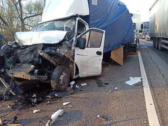 Три грузовика жестко столкнулись под Калугой