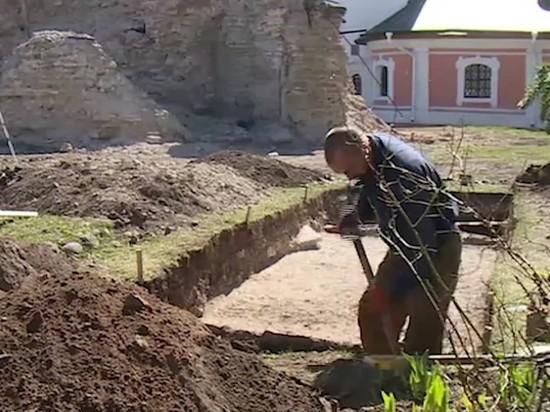 Участок старинной дороги нашли археологи возле Снетогорского монастыря