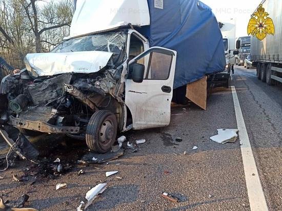 В массовом ДТП с грузовиками под Калугой пострадал один водитель