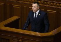 Российские и украинские пользователи Сети активно обсуждают очередную информационную бомбу от депутата украинской Верховной рады Романа Костенко