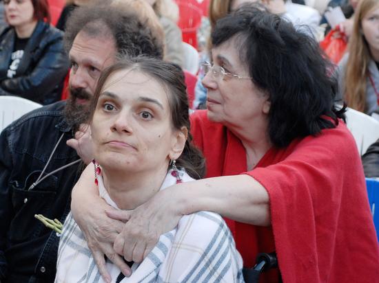 Суд признал недействительными договоры между Натальей Дрожжиной и  родственниками актера