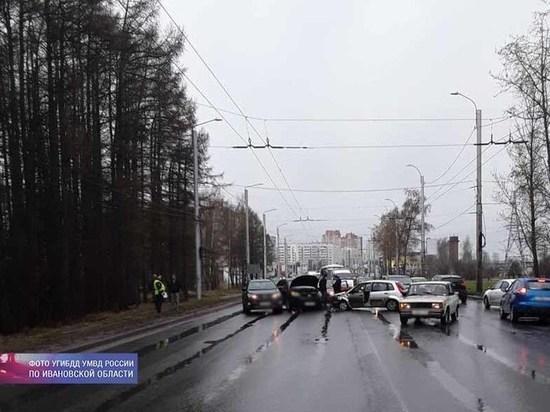 В столкновении четырех автомобилей, случившемся в Иванове, пострадал один человека