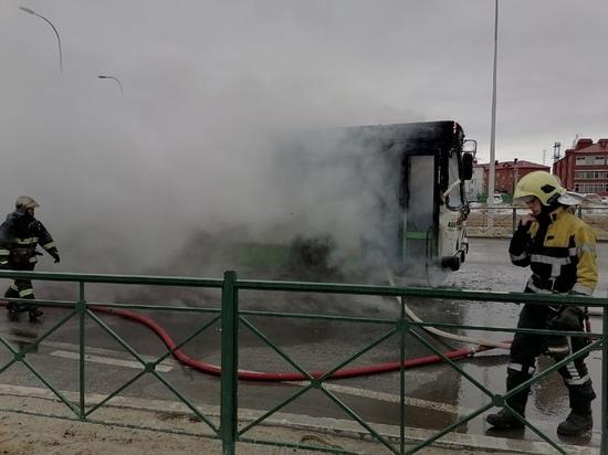 Следователи выяснят причины пожара в автобусе с пассажирами в Ноябрьске