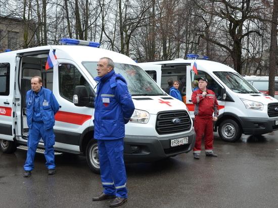 В День работников скорой помощи Петербург окрасился красным и синим