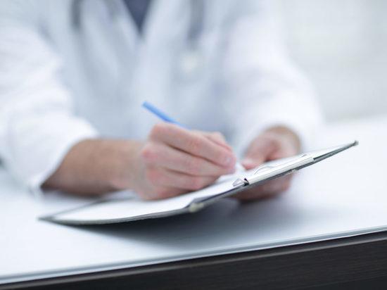 Новодвинский врач ответит перед судом за взятку и подлог