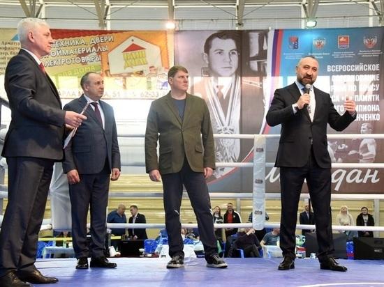 Александр Лебзяк открыл большой турнир по боксу в Магадане